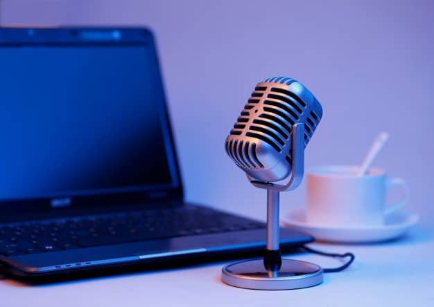 retro-microphone-notebook-computer-live-webcast-air-concept_1387-338