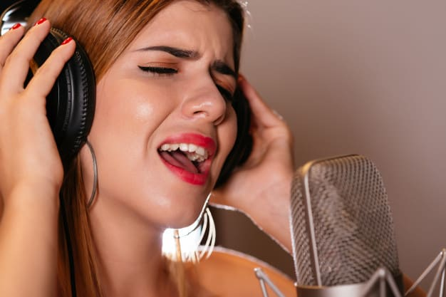 singing-song_1098-11319