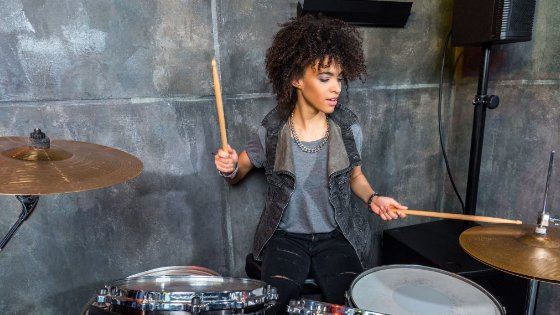 11+ Easy Songs to Play on Drums for Beginners (For All Musical Tastes)