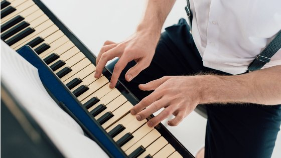Basic Piano Chords for Beginners – Easily Learn New Songs In No Time