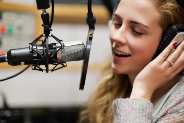 close-up-singer-recording-track_13339-192165